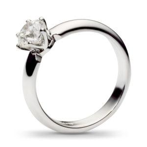 Классическое кольцо с бриллиантом 0.7 карат из белого золота (арт.ж-8556к)