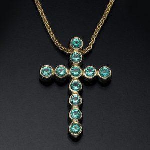 Золотой крестик с 11 изумрудами